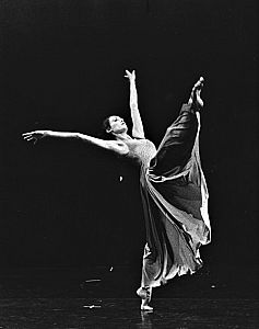 Claudia Moore in David Earle's Courances- photo by Andrew Oxenham 1978 ASC39700 (2).jpg